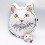 Pack Almohada Decorativa + llavero gato blanco