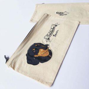 Cartuchera bordada salchicha negro